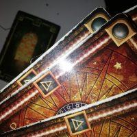 Czy wypadające karty tarota mają znaczenie?